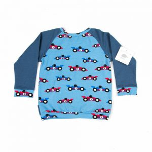 jeans-blauwe-sweater-race-cars