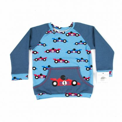 jeans-blauwe-sweater-race cars