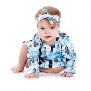 meisje-lichtblauw-haarbandje-digitale-print