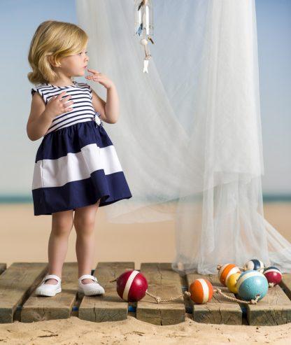 baby-meisje-jurkje-marine-blauw-wit-zonder-mouwen
