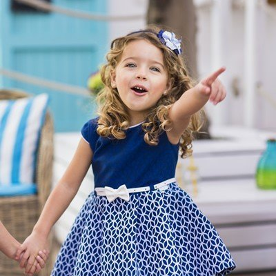 meisje-jurkje-marineblauw-ton-sur-ton-relief